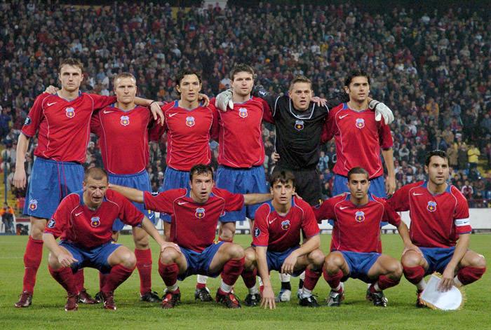Steaua - Standard Liege, Cupa UEFA, grupe, octombrie 2004: Ghionea, Baciu, Ogăraru, Oprița, Tudor, Dică (sus), Dorinel Munteanu, Paraschiv, Fl. Dumitru, Petre Marin, Neaga (jos)