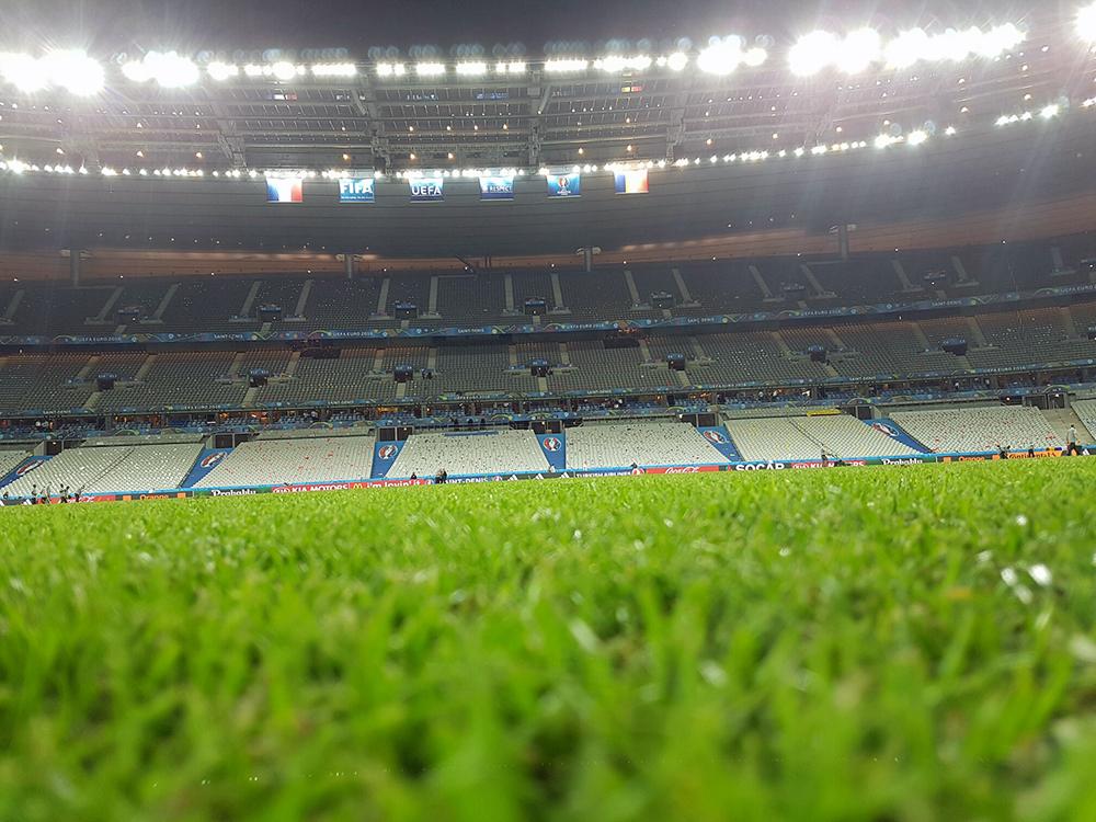 La finalul meciului cu Franța, de pe Stade de France